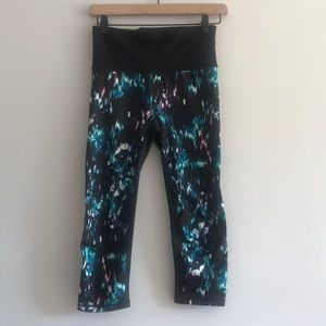 NWOT GAP Workout Printed Cropped Legging Size XS